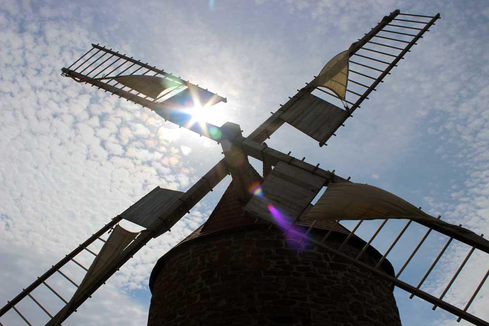 Moulins à vent de l'Isle-aux-Coudres - Détail des vergues du moulin à vent restauré.