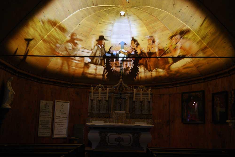 Chapelle Tadoussac - Projection multimédia sur la partie voutée de la toiture.