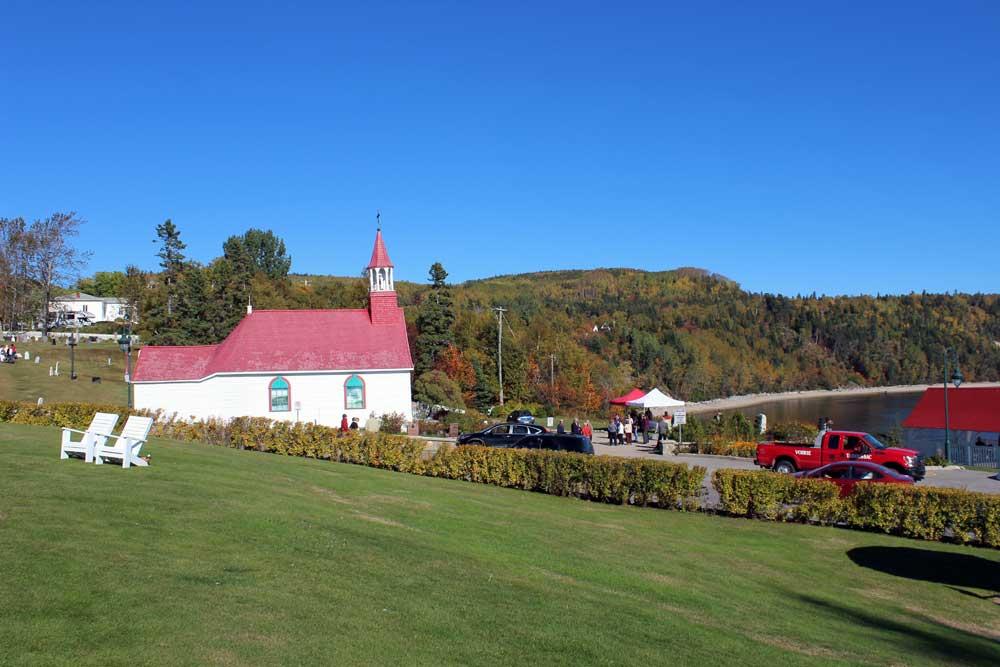 Chapelle Tadoussac - Vue de la chapelle depuis le terrain de l'Hôtel Tadoussac.