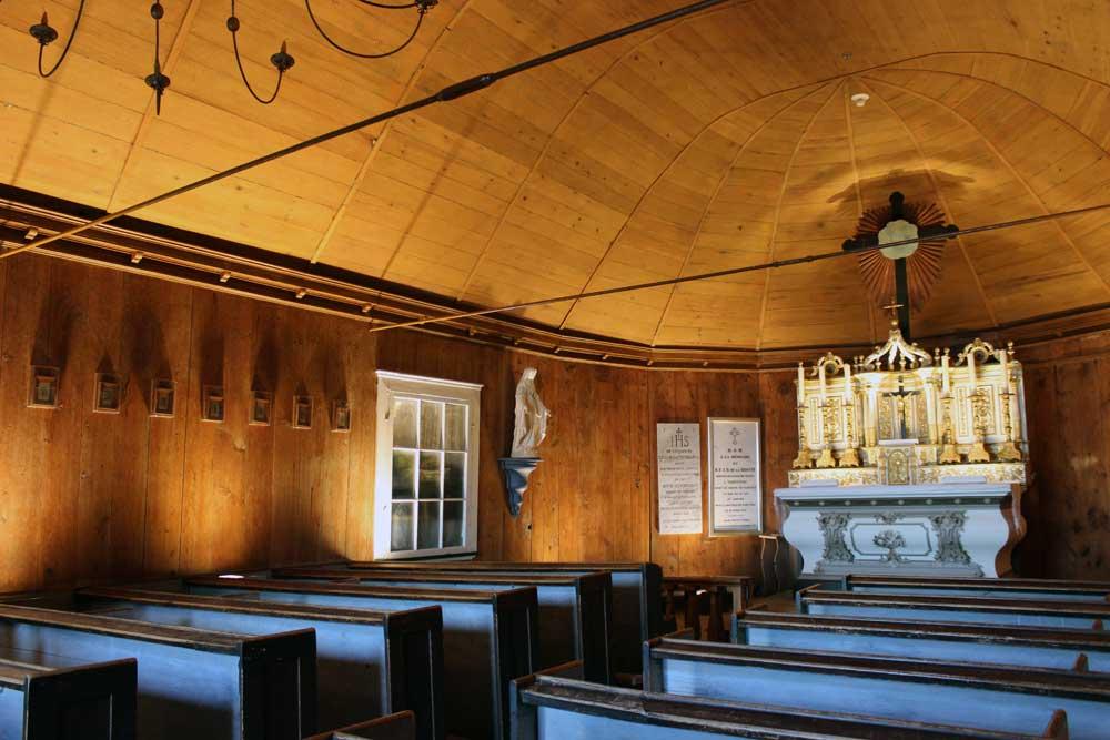 Chapelle Tadoussac - Mise en lumière de l'intérieur de la chapelle.