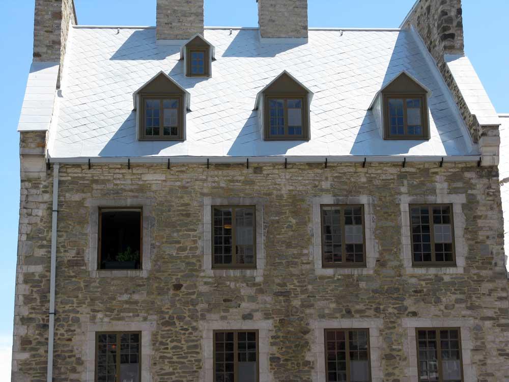 Maison Barbel - Restauration et peinture de la toiture.