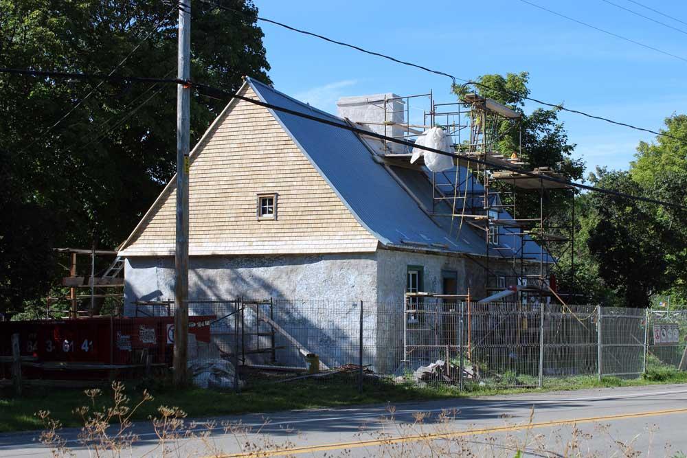 Maison Drouin - Réfection de la toiture de bardeaux de cèdre.