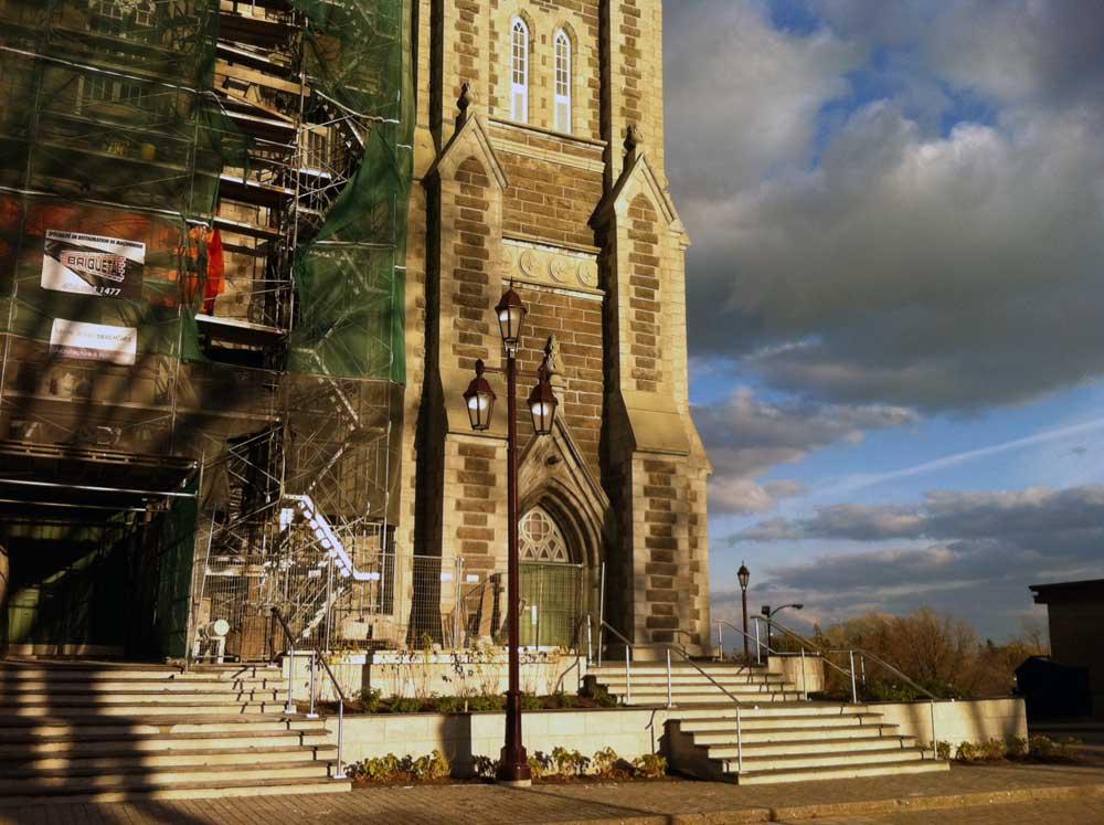 Église de la nativité de Beauport - Vue du nouveau parvis pendant la phase 2 des travaux.