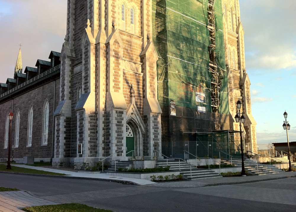 Église de la nativité de Beauport - Restauration de la façade (phase 2) et vue du nouveau parvis.